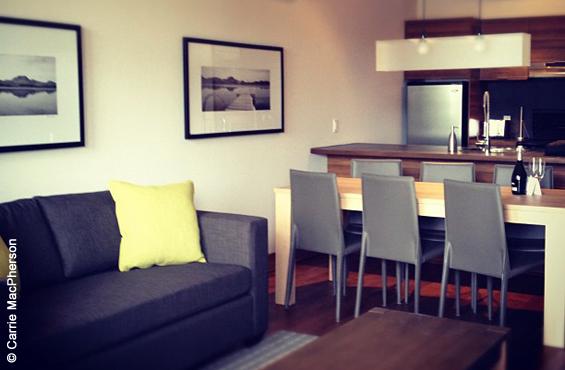 Cote Nord tremblant suites sur lac living area