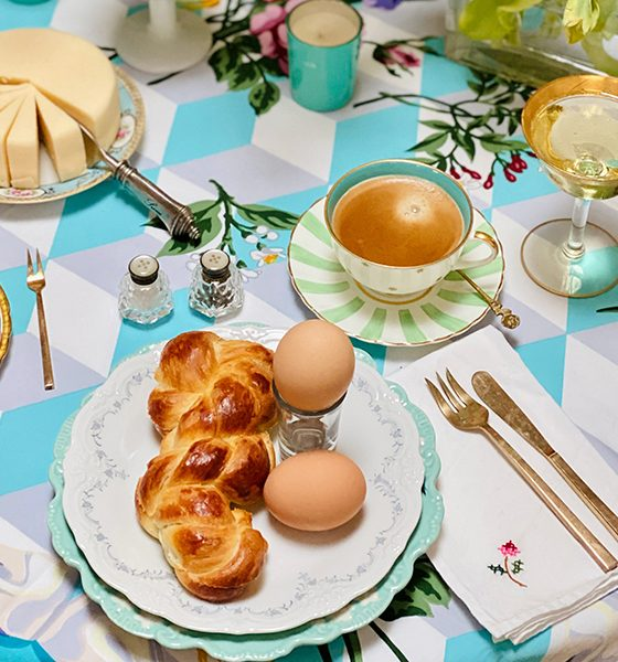 A colourful spring table for Easter